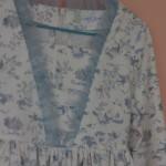 Robe-Minju-bleue-décolleté